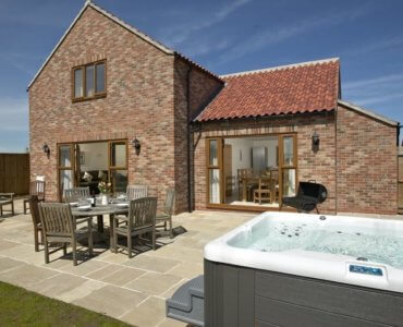 Contemporary Yorkshire Cottages, Hot Tub