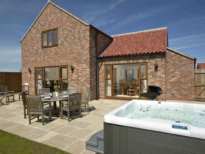 Contemporary yorkshire cottages hot tub cottage 1 as