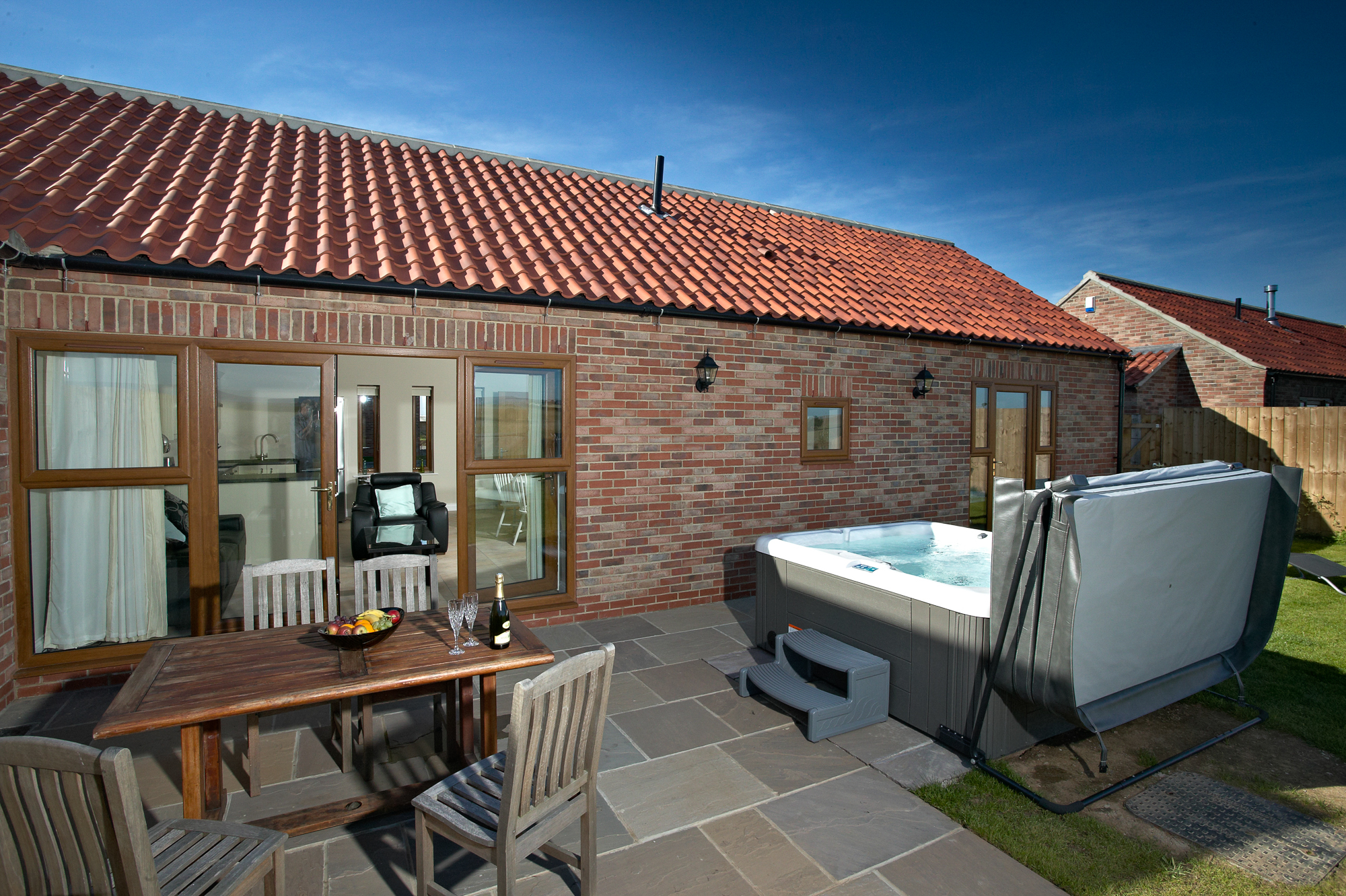 Contemporary Yorkshire Cottages Hot Tub Acacia Cottages