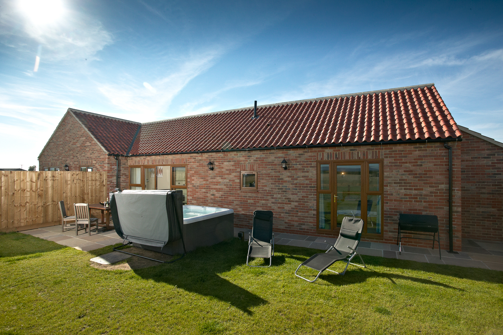 Contemporary yorkshire cottages hot tub acacia cottages for Cottages with sauna and hot tub