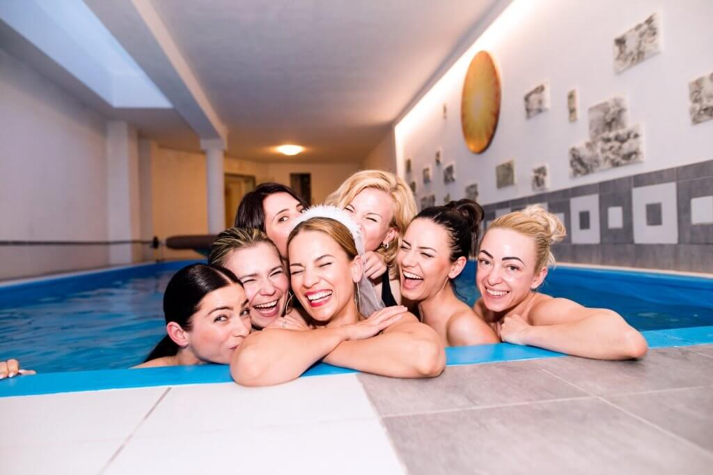 hen party houses with pools