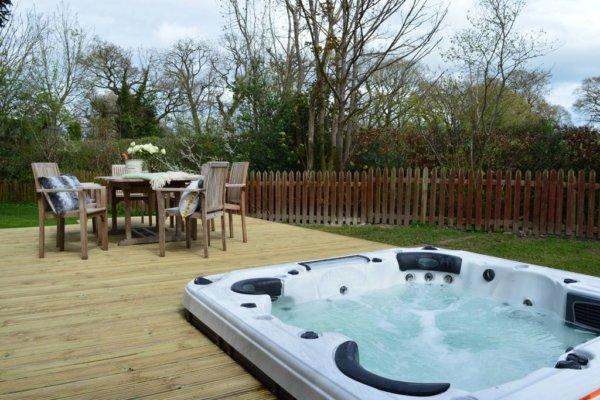 farmhouse near chester hot tub