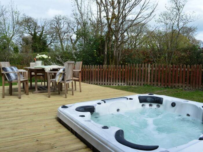 farmhouse near chester hot tub, hen weekend cottage
