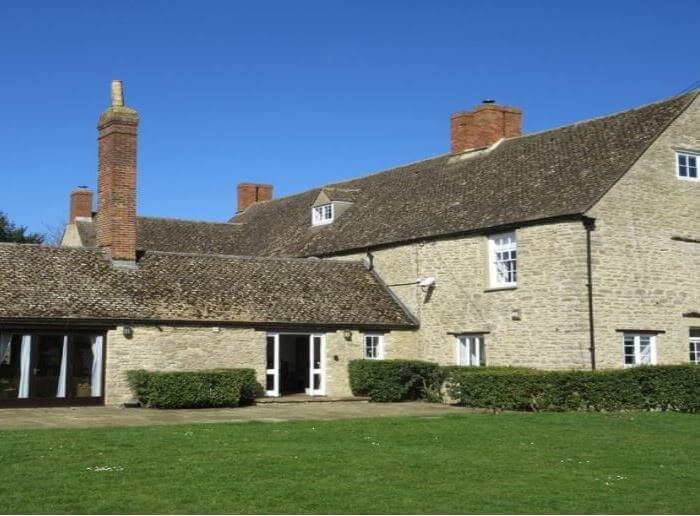 Oxfordshire manor outside, derby hen weekend