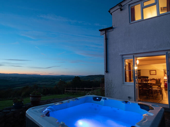 south wales chepstow 14 hot tub, hen party cottage